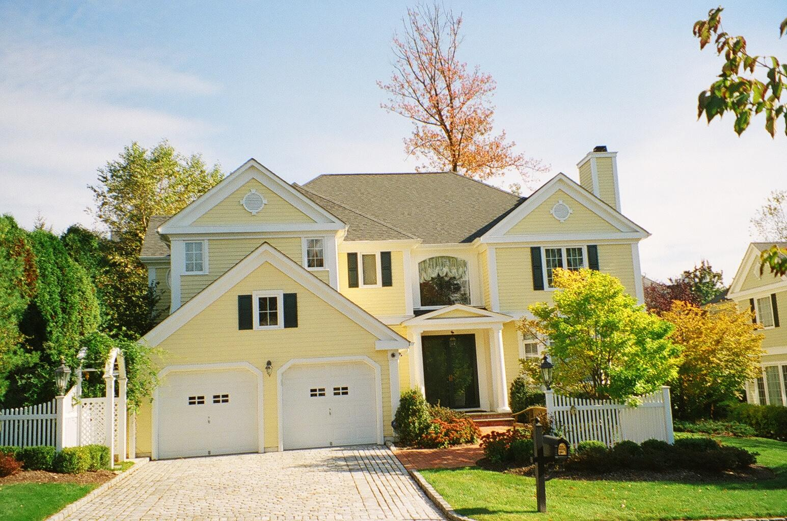 Remove the dullness and uninteresting outlooks in your home exterior by performing dazzling - Exterior home paint ...