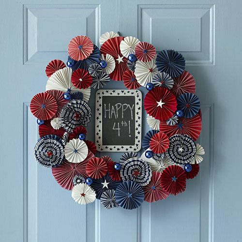 folding paper wreath for celebrating the independence day of america