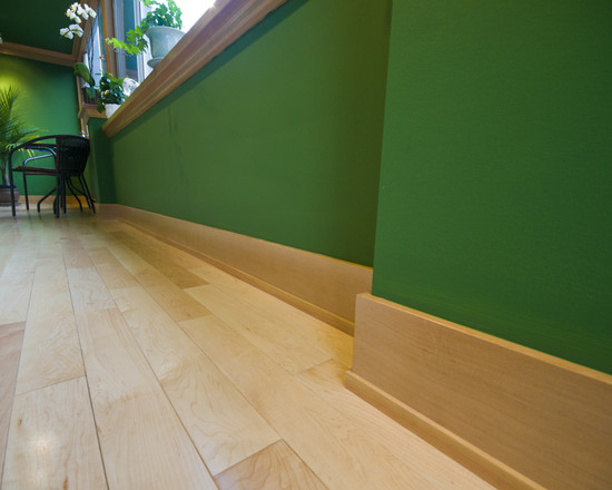 fresh green wall design witg cream laminated baseboard design upon cream floor with orchid decoration