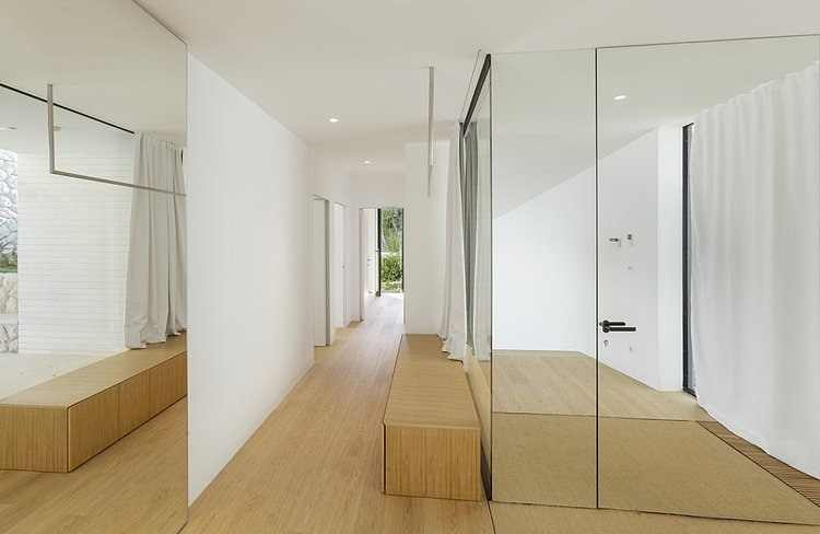 Floor To Ceiling Mirror Brings Exclusive Till Classy