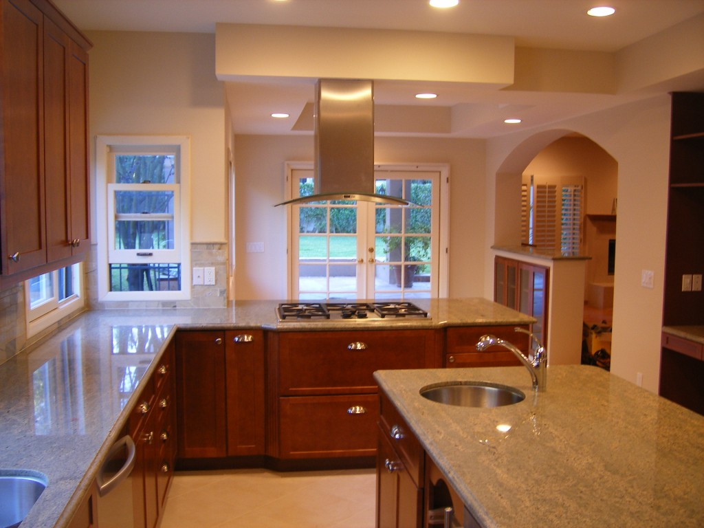 Steps how to hire a good kitchen remodelling contractors for Remodeling old homes