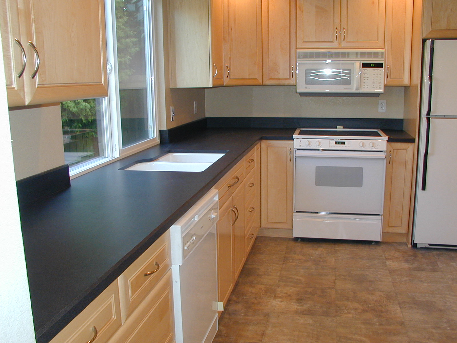 Laminate Finished Countertop In Black A Pure White Double Sinks Kitchen Electric Liances Wood