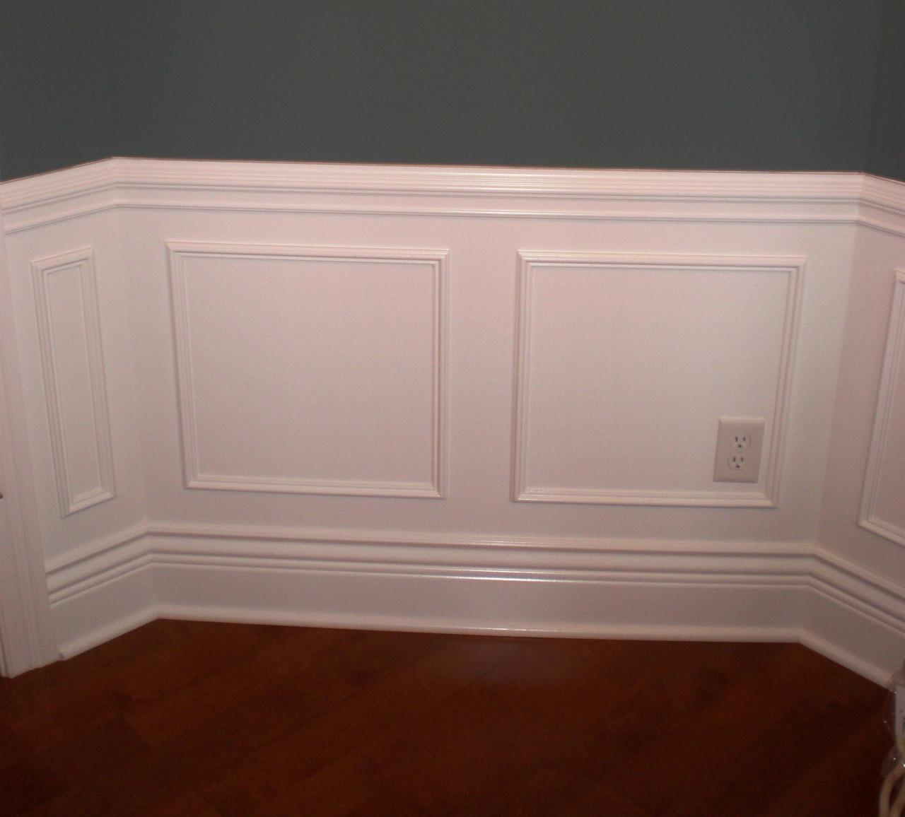 Chair Rail Molding Ideas HomesFeed : large chair rail molds in white with an electric port hardwood floors from homesfeed.com size 1280 x 1156 jpeg 88kB