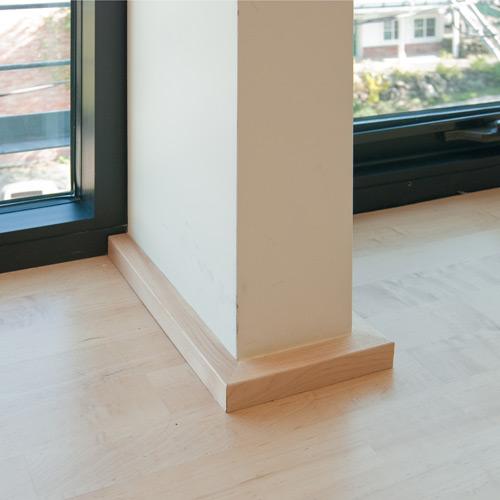 Modern baseboards types homesfeed for Modern interior window trim