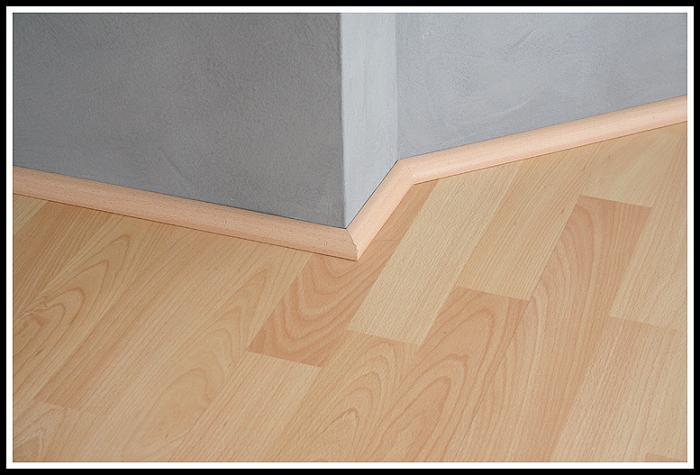Modern baseboards types homesfeed for Mid century modern baseboard