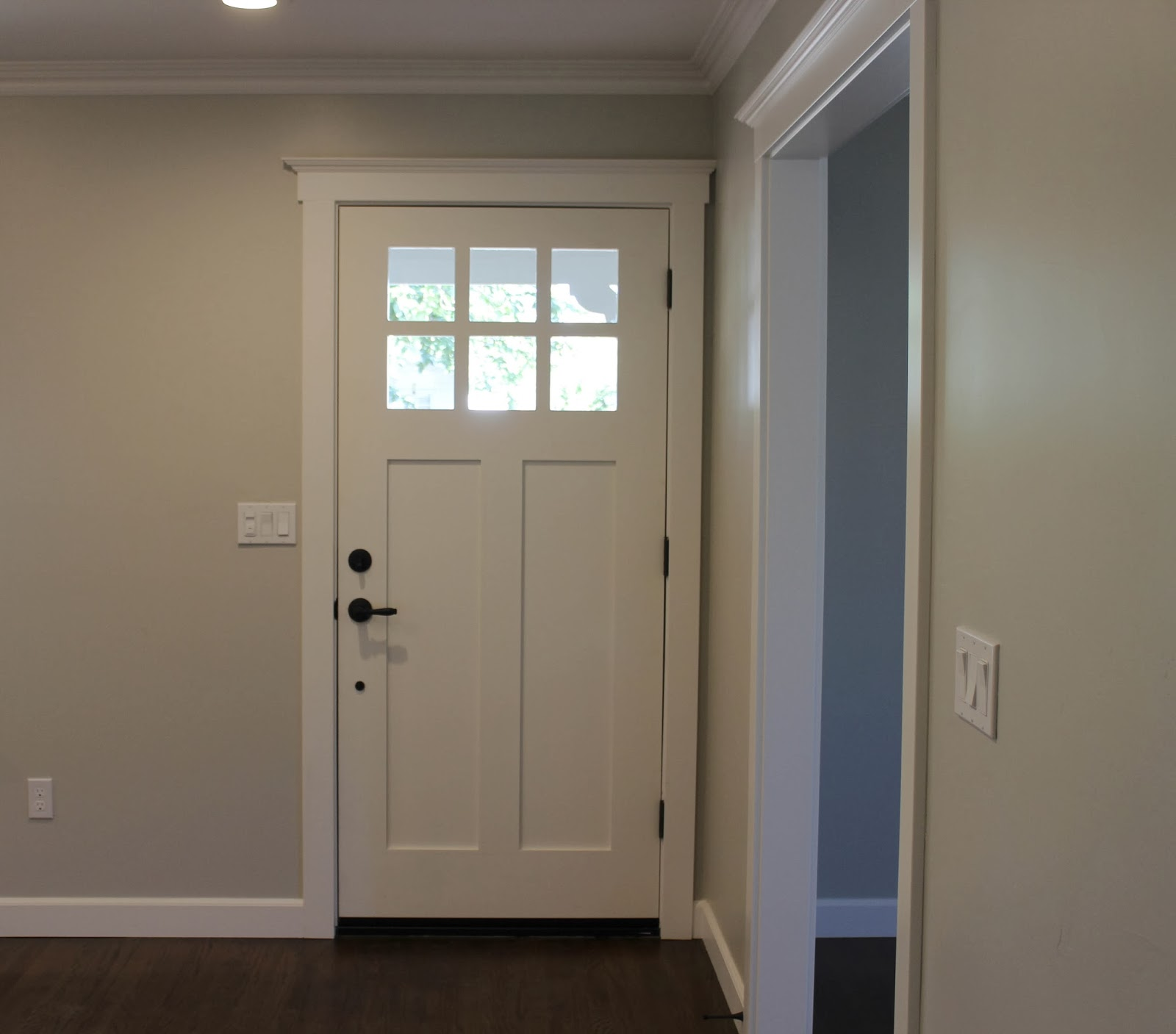 Traditional door casing styles vs contemporary door casing for Painted interior door designs