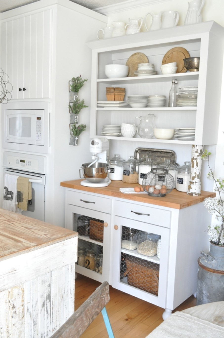 Go vintage with antique cabinet for chic kitchen homesfeed for Barn style kitchen cabinets