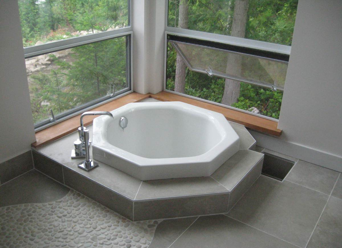 Japanese style soaking tub give asian accent to your bathroom homesfeed - Small soaking tub ...