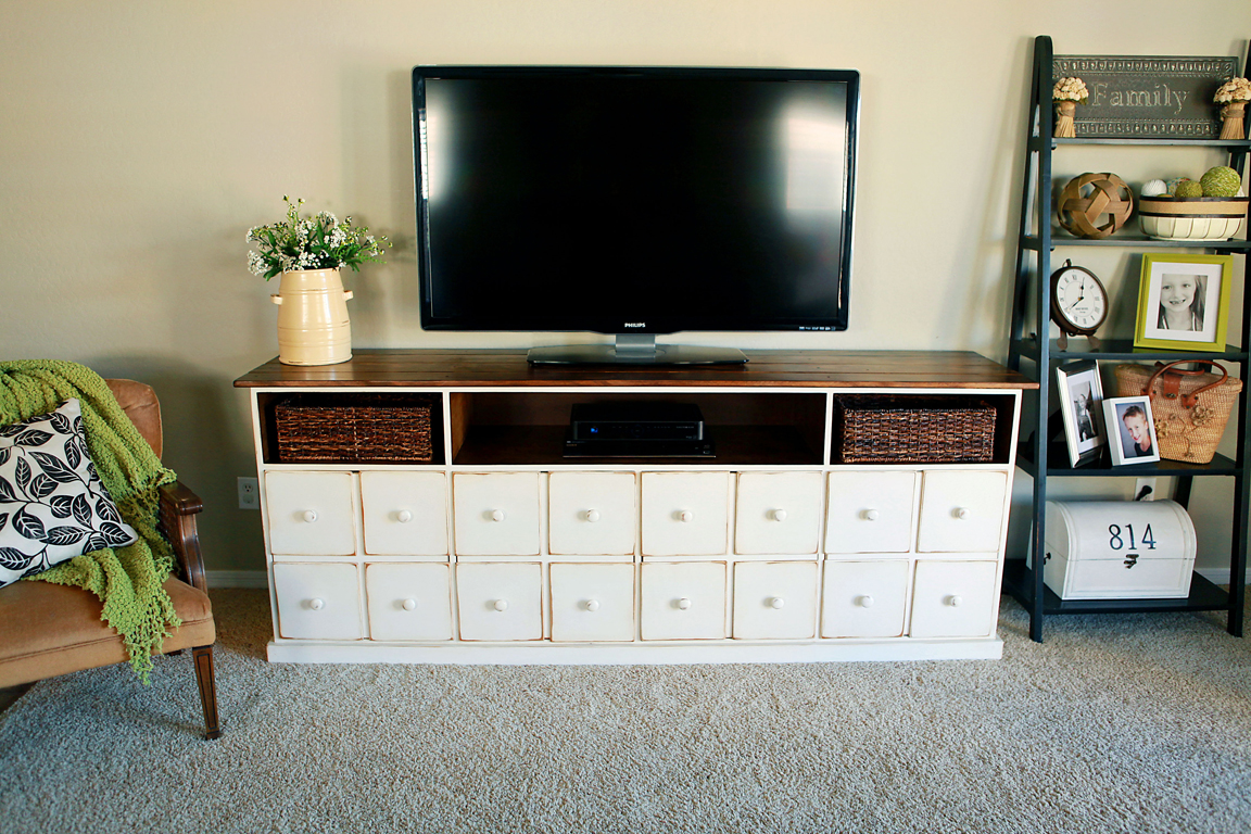Long media console make a stylish organizer to your rooms for Tv media storage cabinet