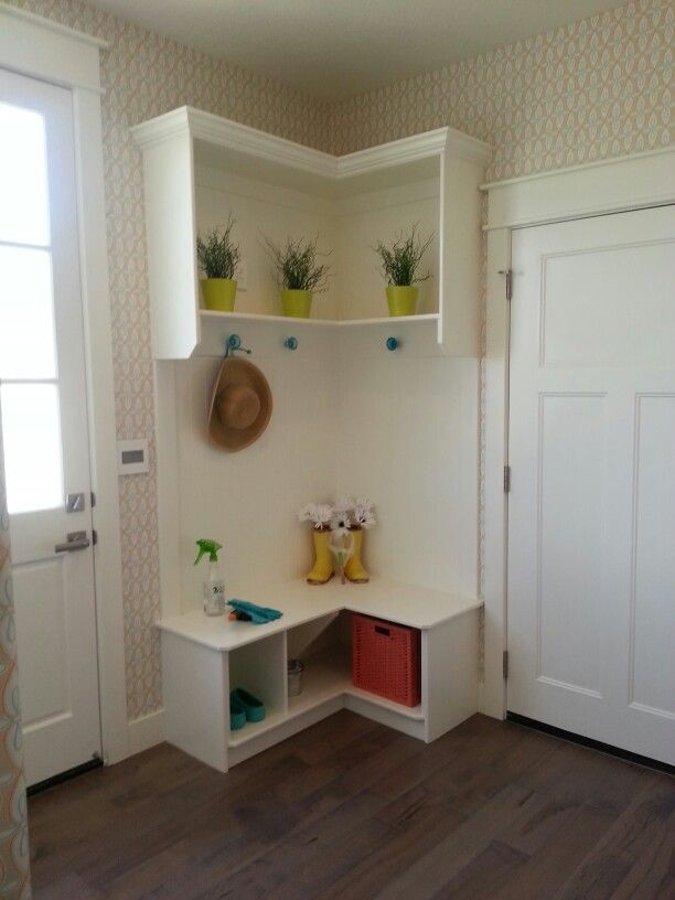 Styles of Corner Entryway Bench Layouts | HomesFeed
