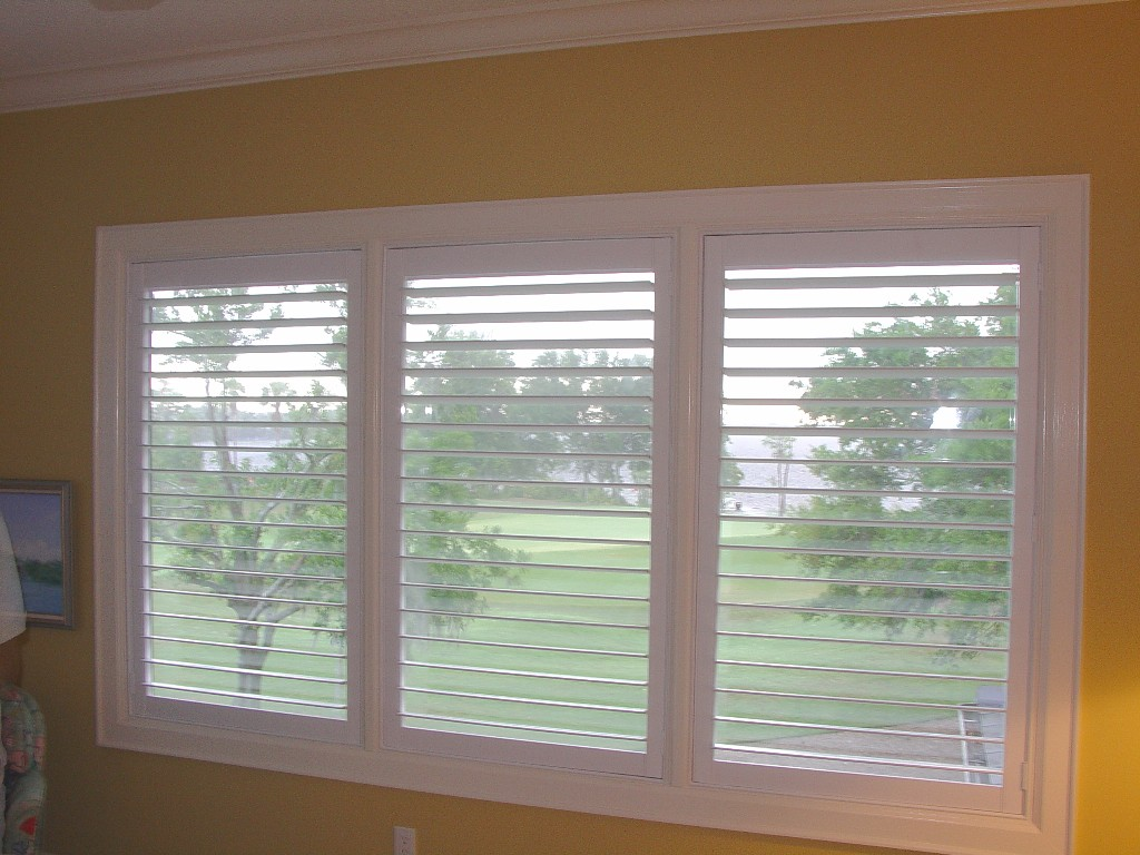 The guide how to calculate the plantation shutters cost for Window 3 nmat