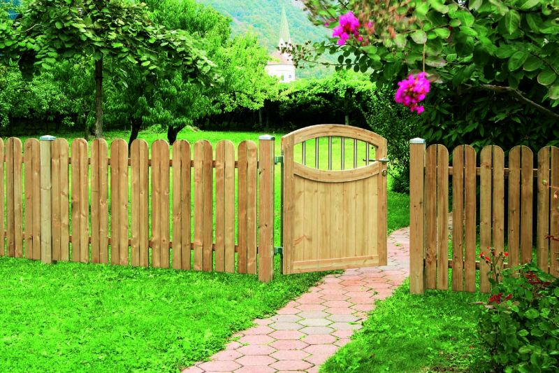 Backyard fencing ideas for your beautifull garden homesfeed Wood garden fence designs