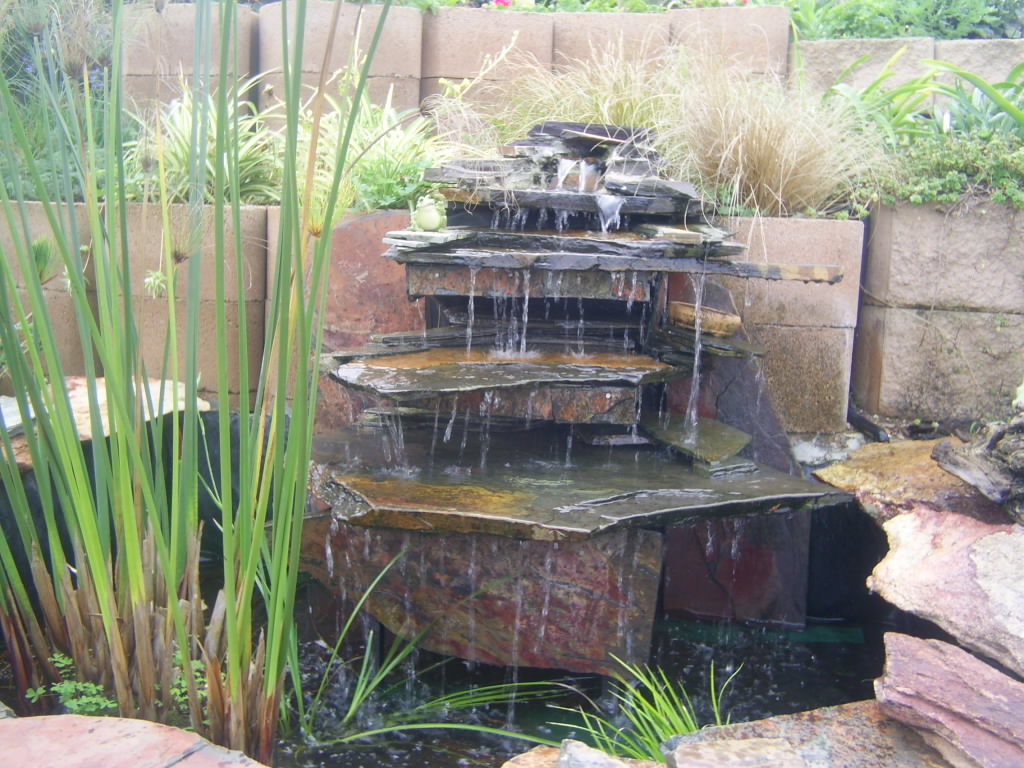 How to make your home interior looks fresh and enjoyable Home water features