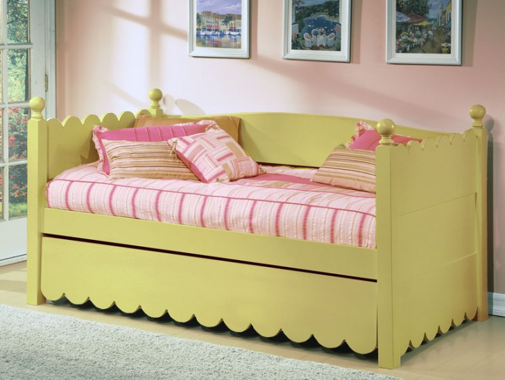 Elegant daybed with trundle concept homesfeed for Concept beds
