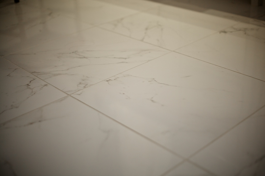 The Porcelain Tile That Looks Like Marble Which Offers