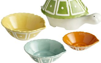 ceramic turtle measuring cups in green yellow orange and turquoise colors with different measurement