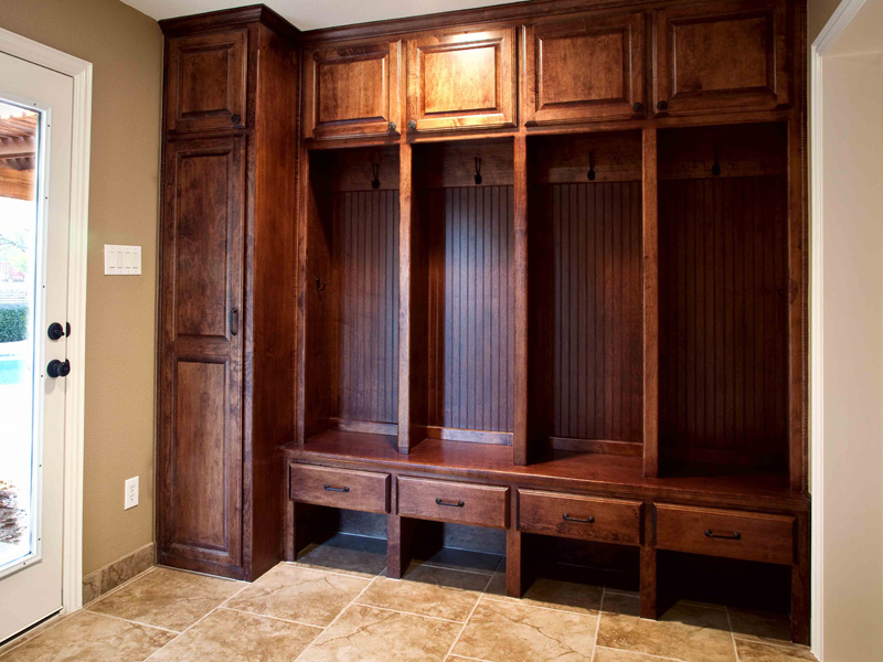 Foyer Mudroom Units : Mudroom storage units that will present tidy impression at