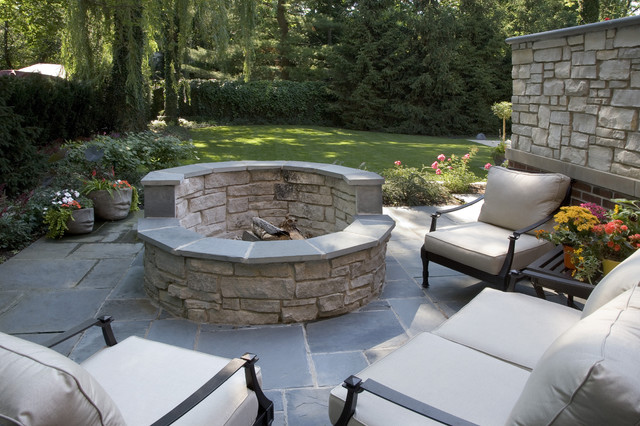 Patio with fire pit shares beautiful awe with personality for Concrete patio ideas with fire pit