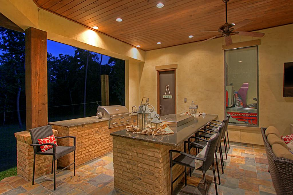 Etonnant Hibachi Grill For Home Backyard Kitchen With Brick Island And Cool Chairs  Plus Wooden Ceiling With