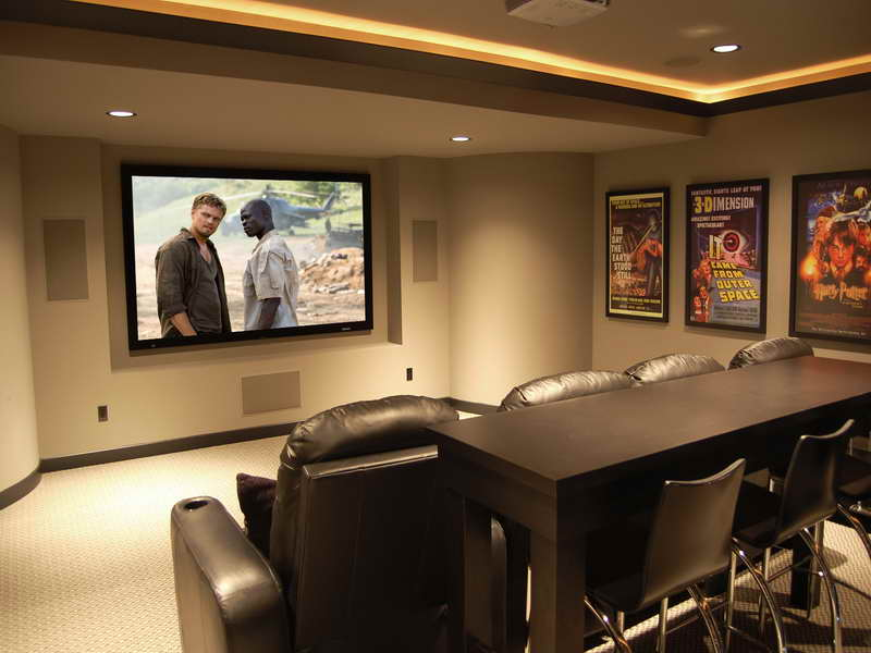 Delicieux Home Theater Idea For Small Room With Black Leather Sofas And Black Bar  Table Plus Black