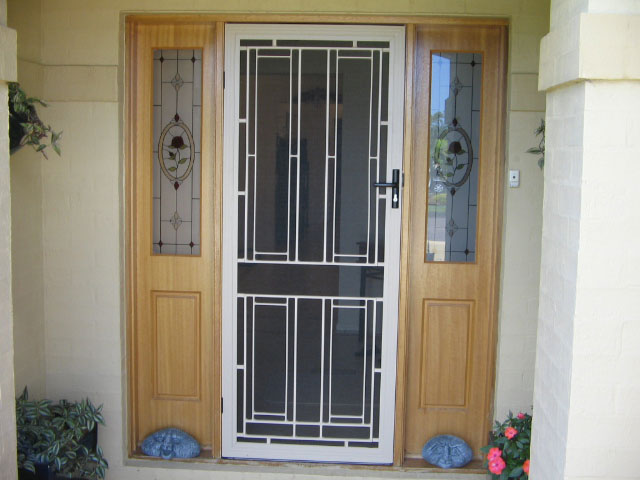Merveilleux Modern Glass Screen Door With White Trims And Moldings Two Sidelights With  Beautiful Patterns
