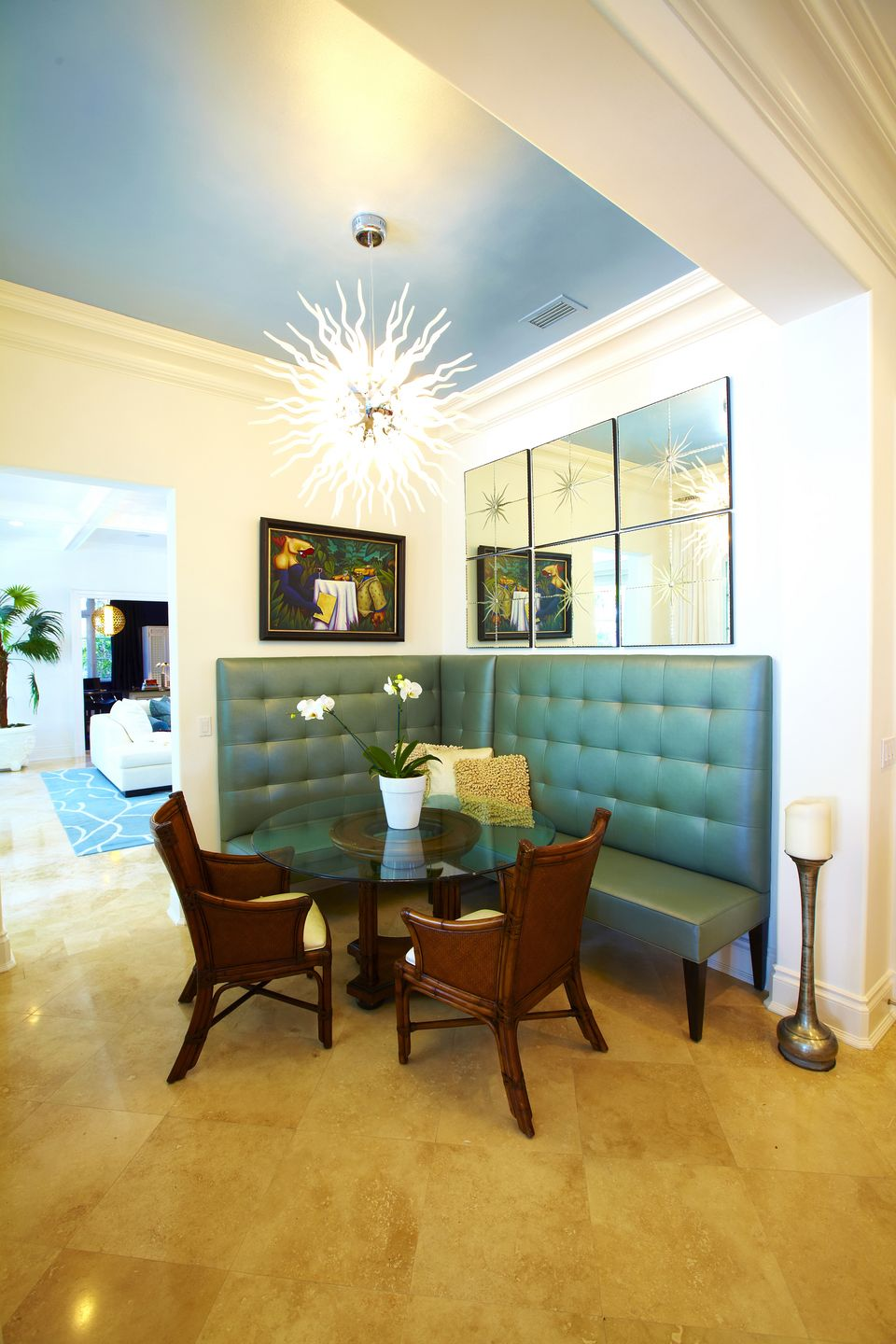 Incroyable Simple Key West Interior Design With A Pair Of Wood Chairs And L Shape Sofa  With
