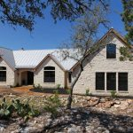 simple but elegant Texas Hill Country home design with frameless glasss windows metal roofing and white bricks wall system