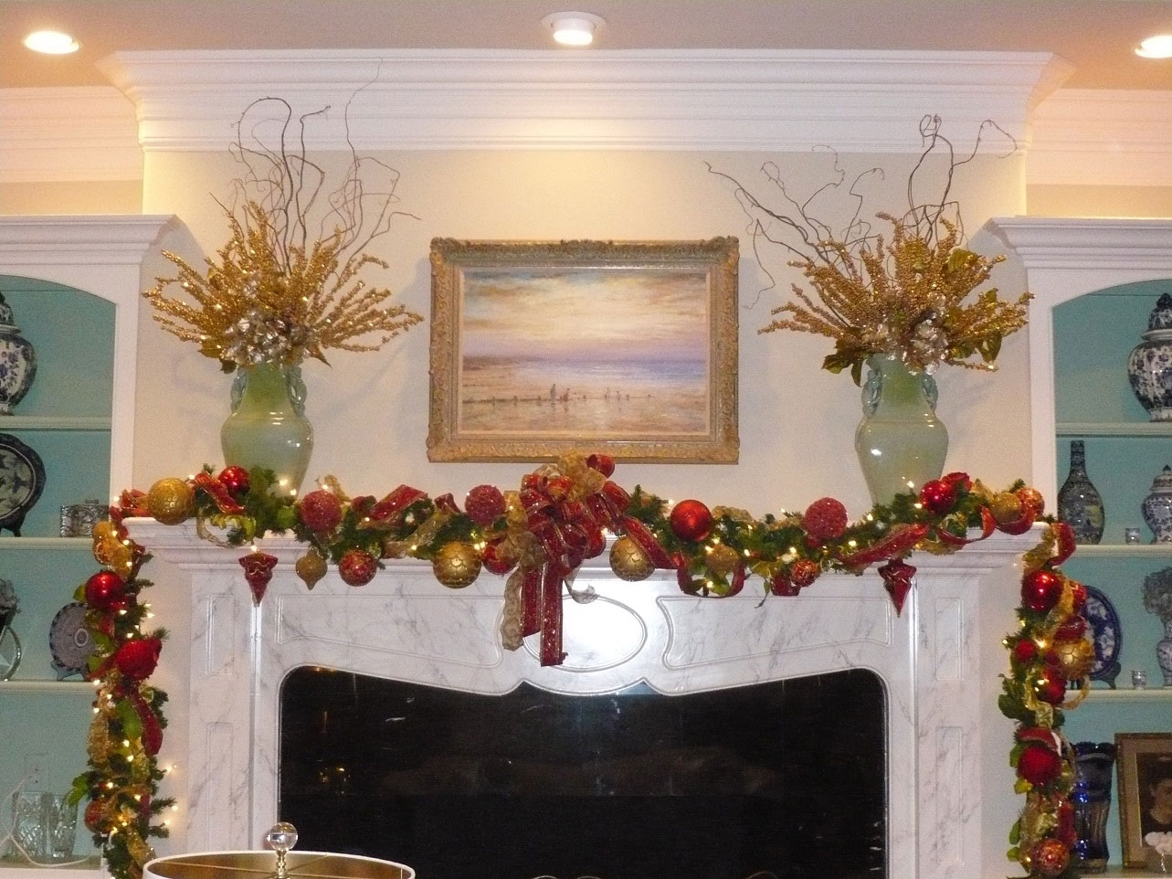 Celebrate the joyful christmas moments in your home with welcoming christmas decorations for - Decorating ideas for fireplace walls ...