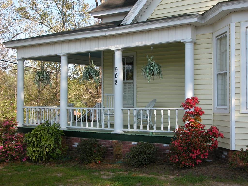 Country home design with wraparound porch homesfeed for Rap around porch