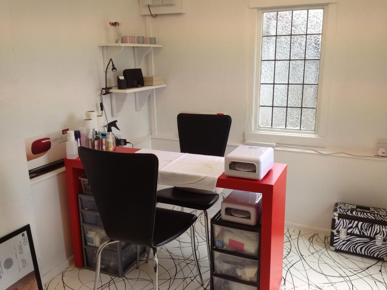 Simple Home Office With Ikea Desks For Small Spaces In Red With Black  Seating Plus Wall
