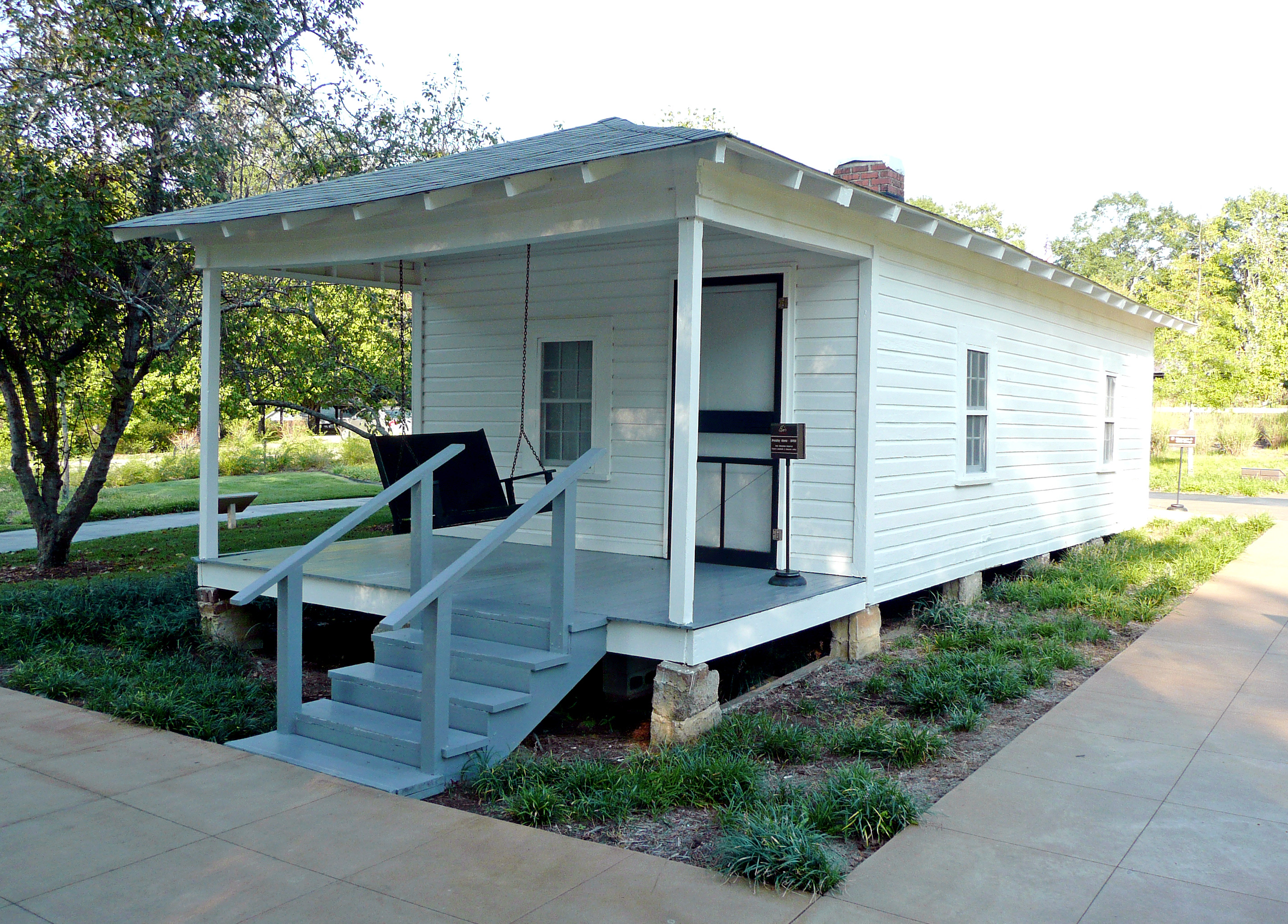 Front porch designs for mobile homes homesfeed for Minimalist house construction