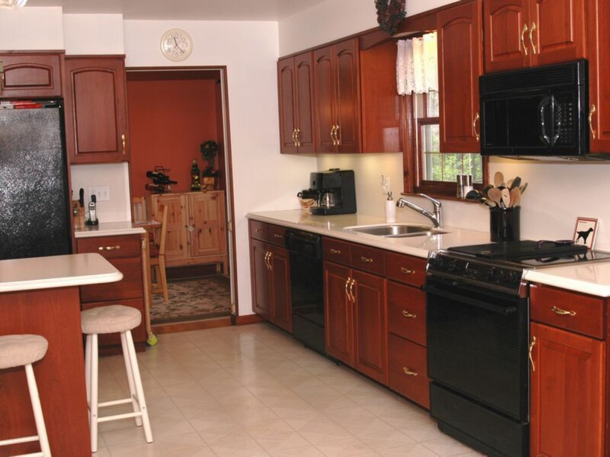 Burgundy kitchen cabinets white countertops burgundy for Burgundy kitchen cabinets pictures