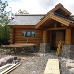 traditional log home idea with small glass window
