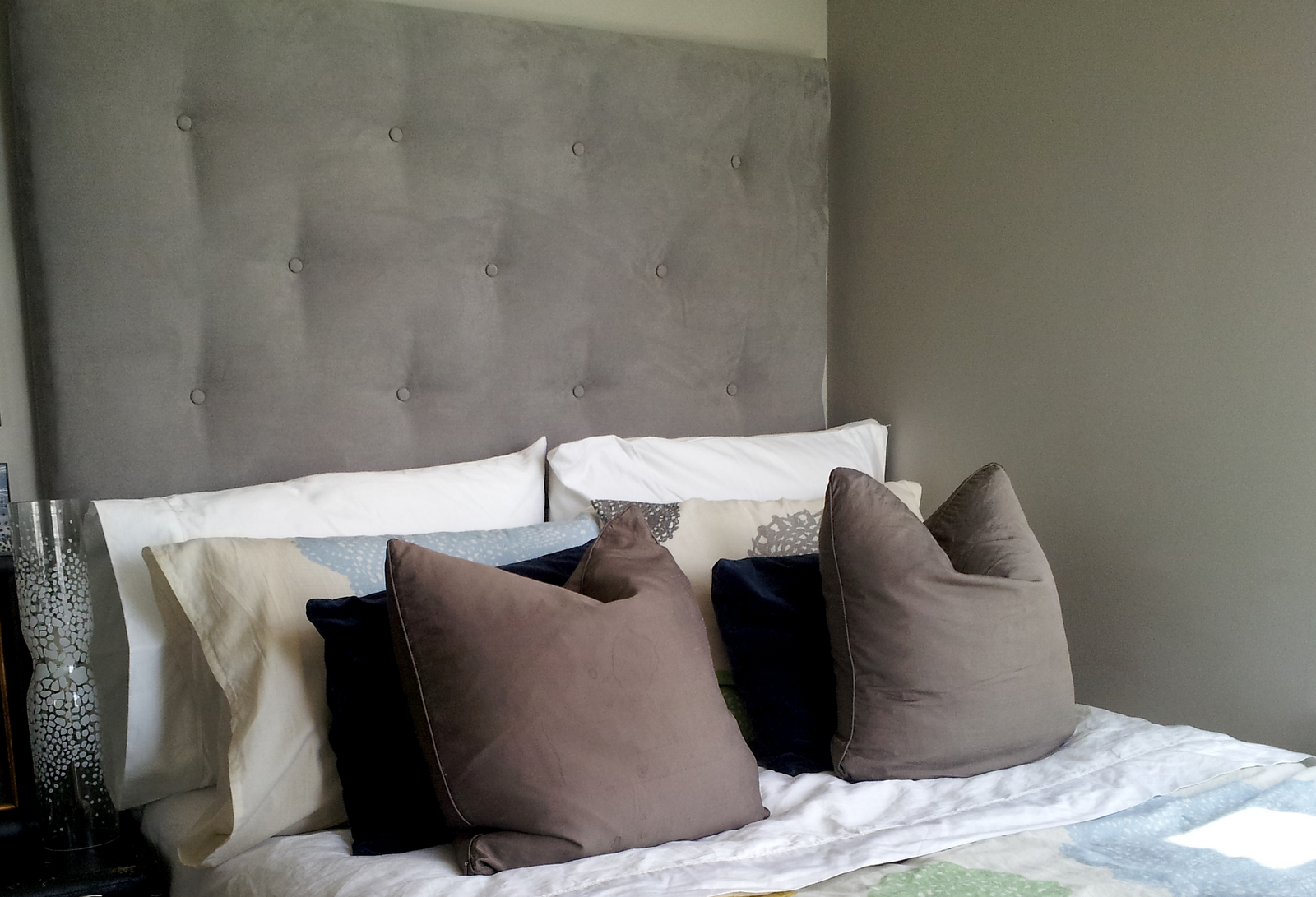 The king size headboards from ikea that will add pleasing for Ikea upholstered headboard