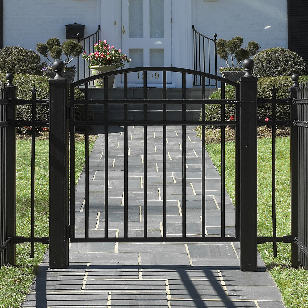 Iron gate designs for homes homesfeed for Simple garden gate designs