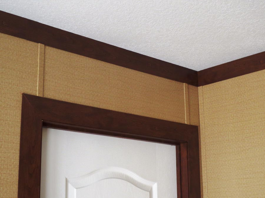 Flat crown molding adds audacious luxury for every corner of feature