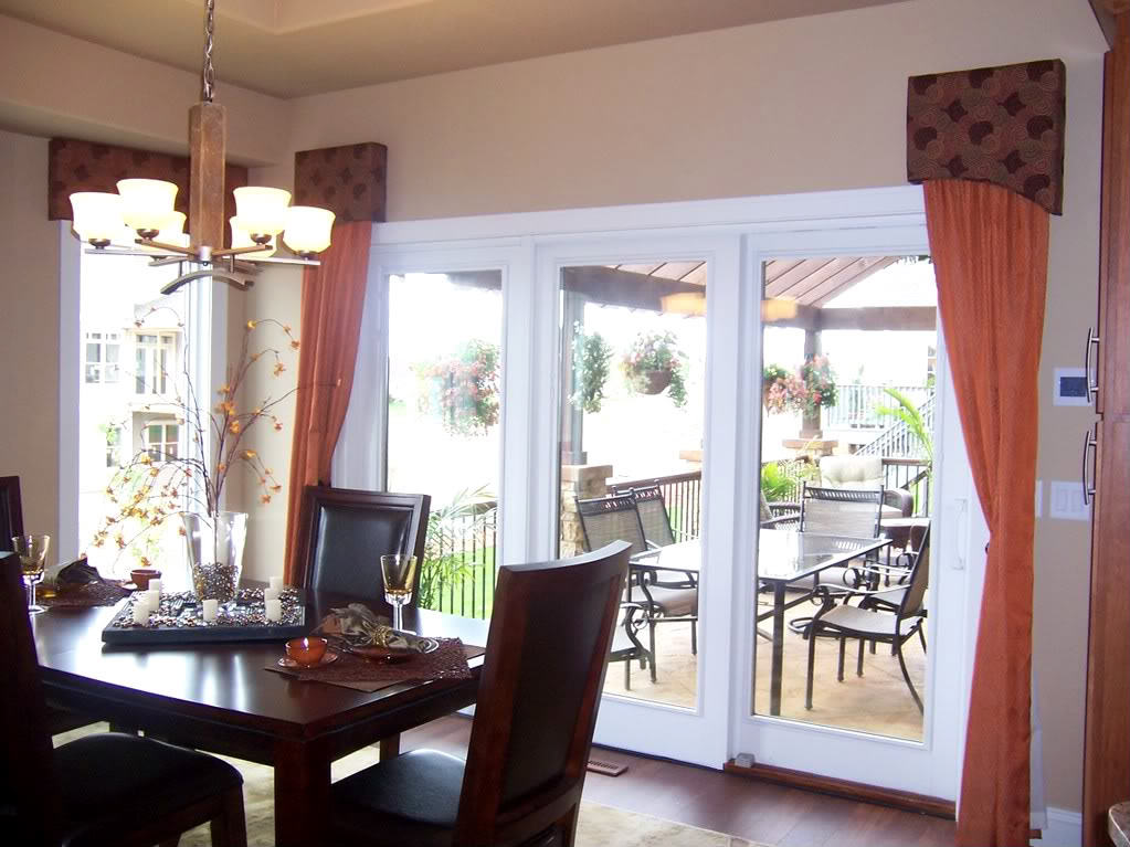 Dress up your sliding doors with a fastidious window for Dining room ideas with french doors