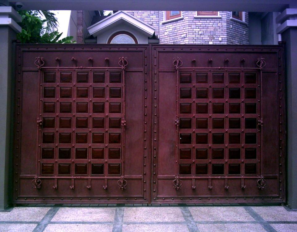 Iron gate designs for homes homesfeed for Main gate door design
