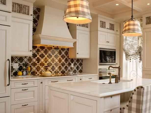 Beautiful Backsplash Idea For White Country Kitchen Design A White Kitchen  Island With Barstool A Pair