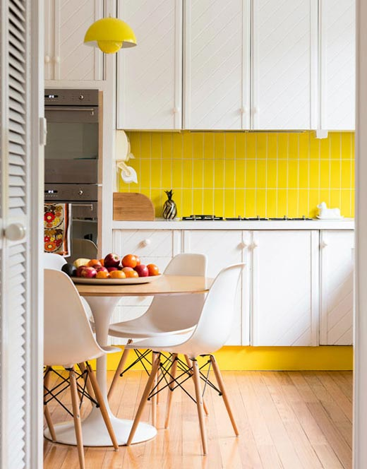 Bright Yellow Kitchen Backsplash White Cabinets A Set Of Simple Dining Furniture Beautiful Pendant