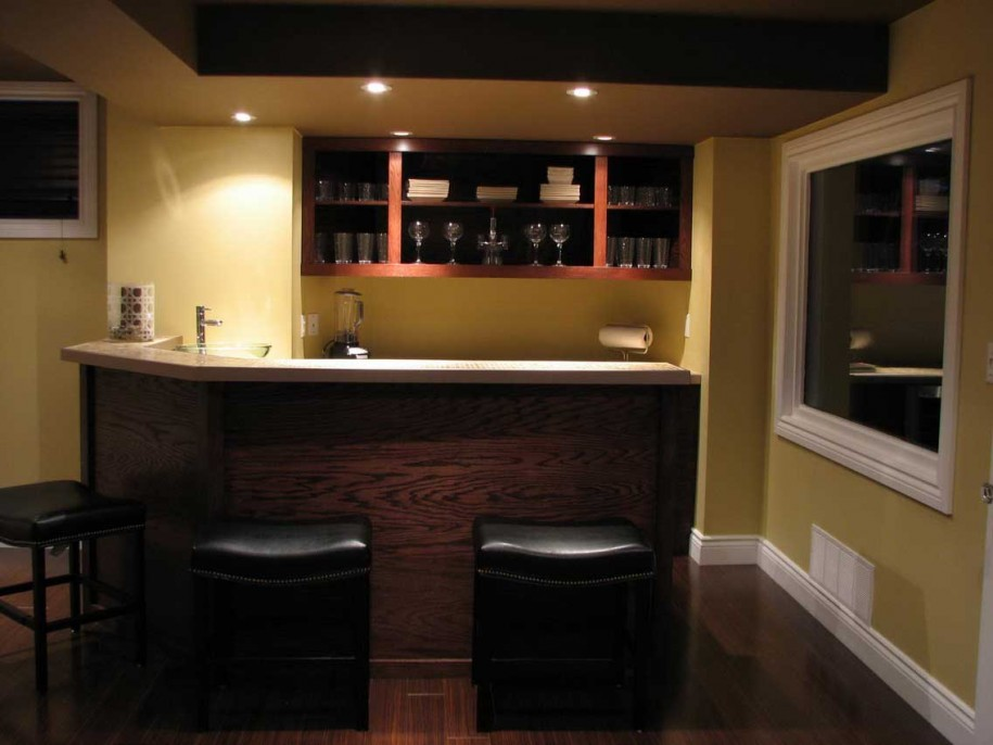 Small basement bar ideas homesfeed for Home bar design ideas