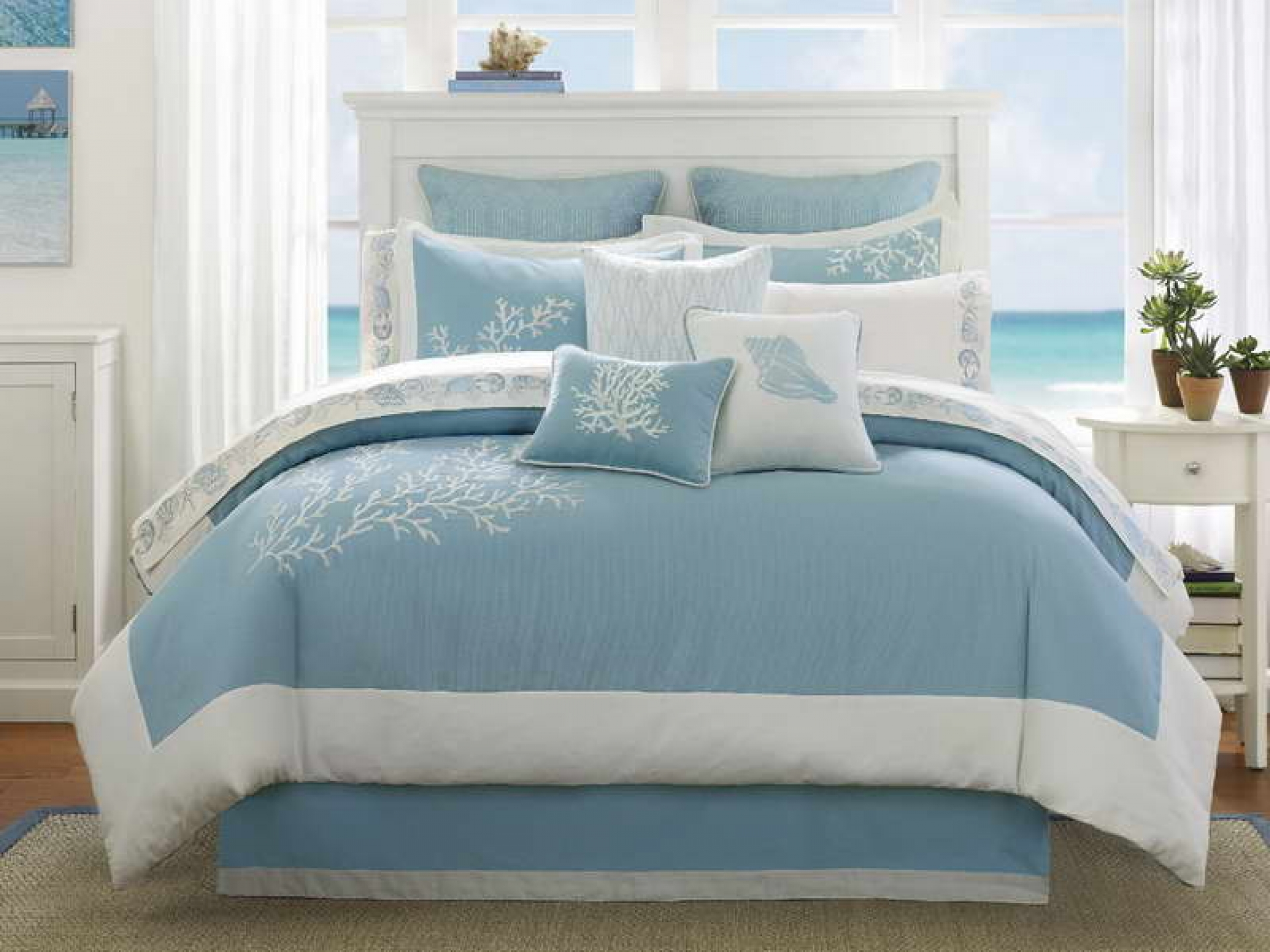 Cottage bedroom decorating - Luxurious And Cozy Blue Beach Bed Cover And Pillows Higher Free Standing Headboard Higher Bedside Table