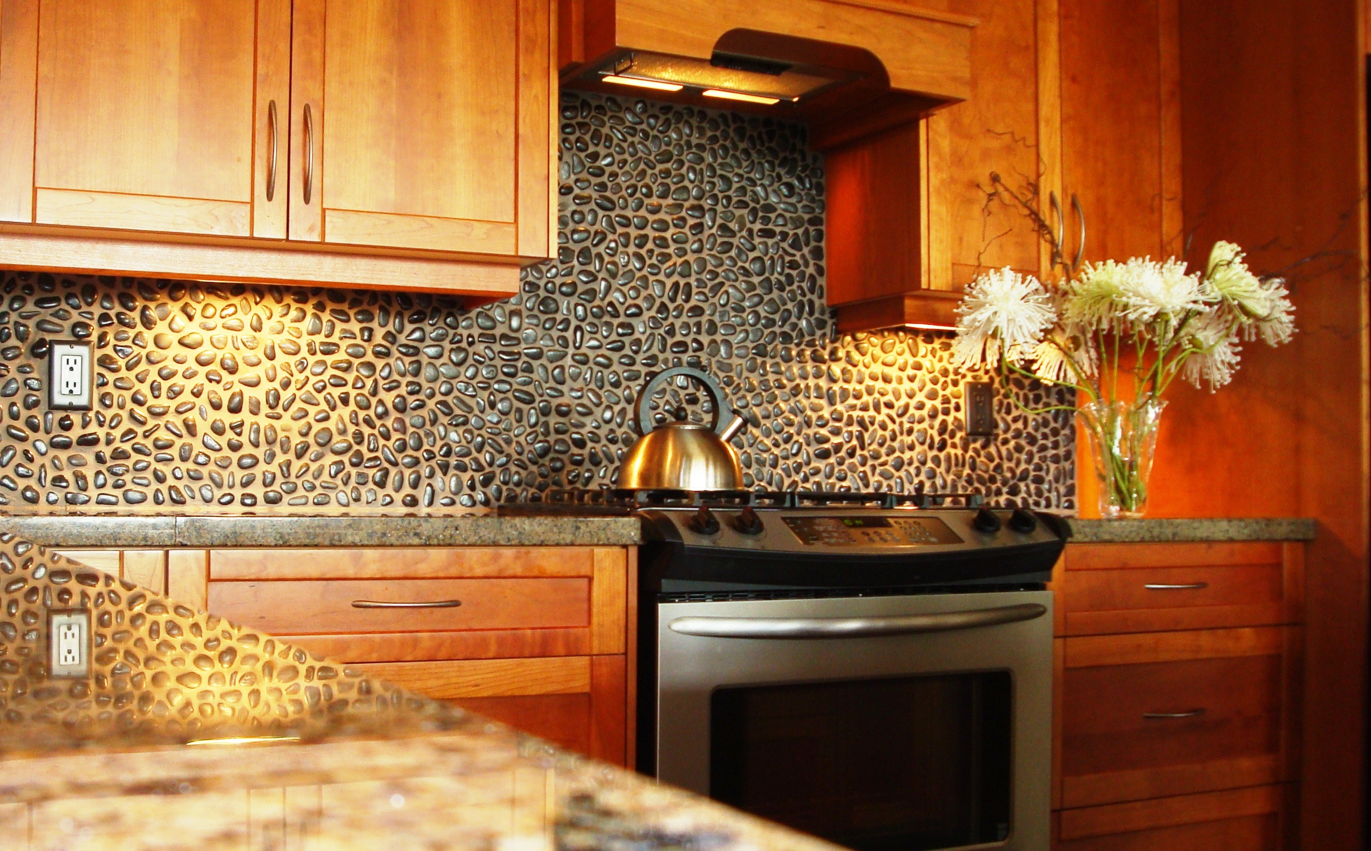 Small And Black Natural Stones Backsplash As The Rustic Backsplash Idea For  Kitchen Luxurious And Expensive