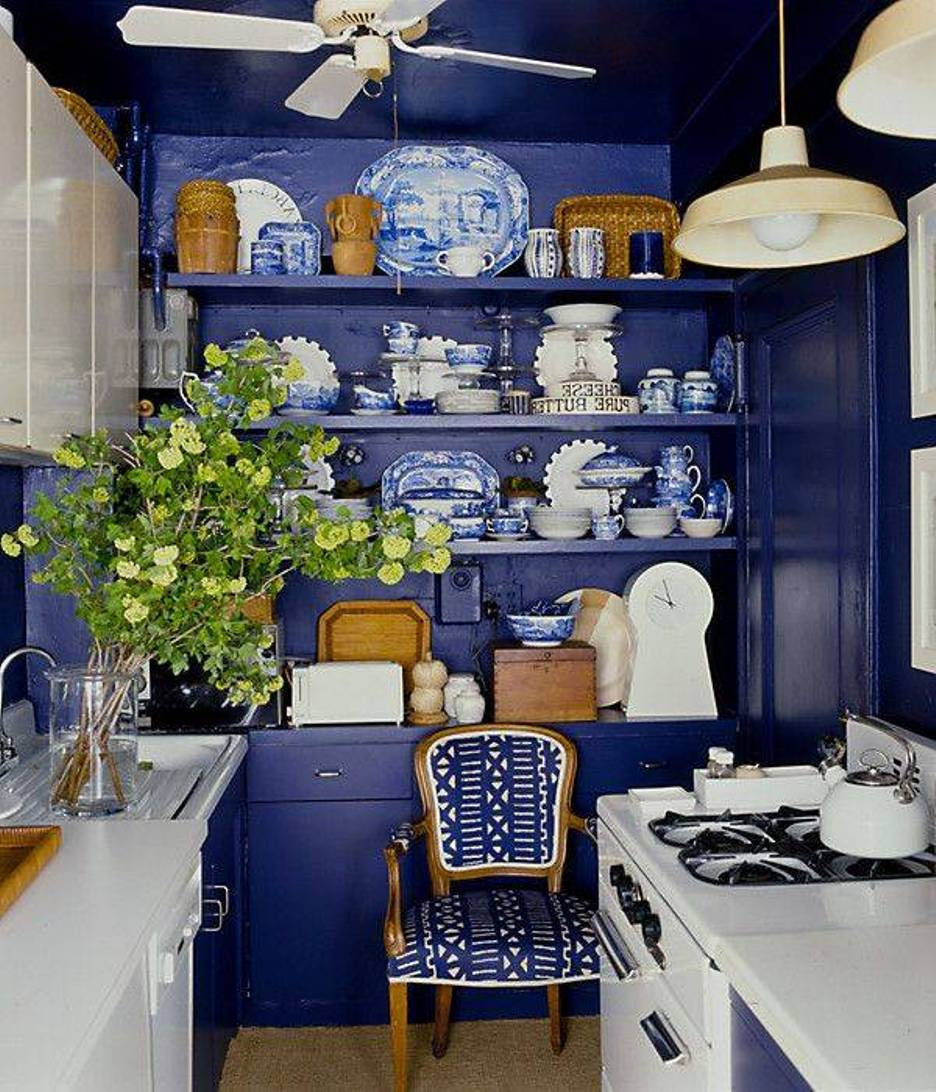Small Kitchen Set With A Blue Deep Sea Rack For Antique Dishware Collections White Kitchen Countertop