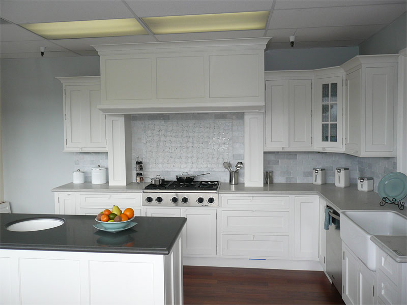 White kitchen backsplash ideas homesfeed for Kitchen ideas grey and white