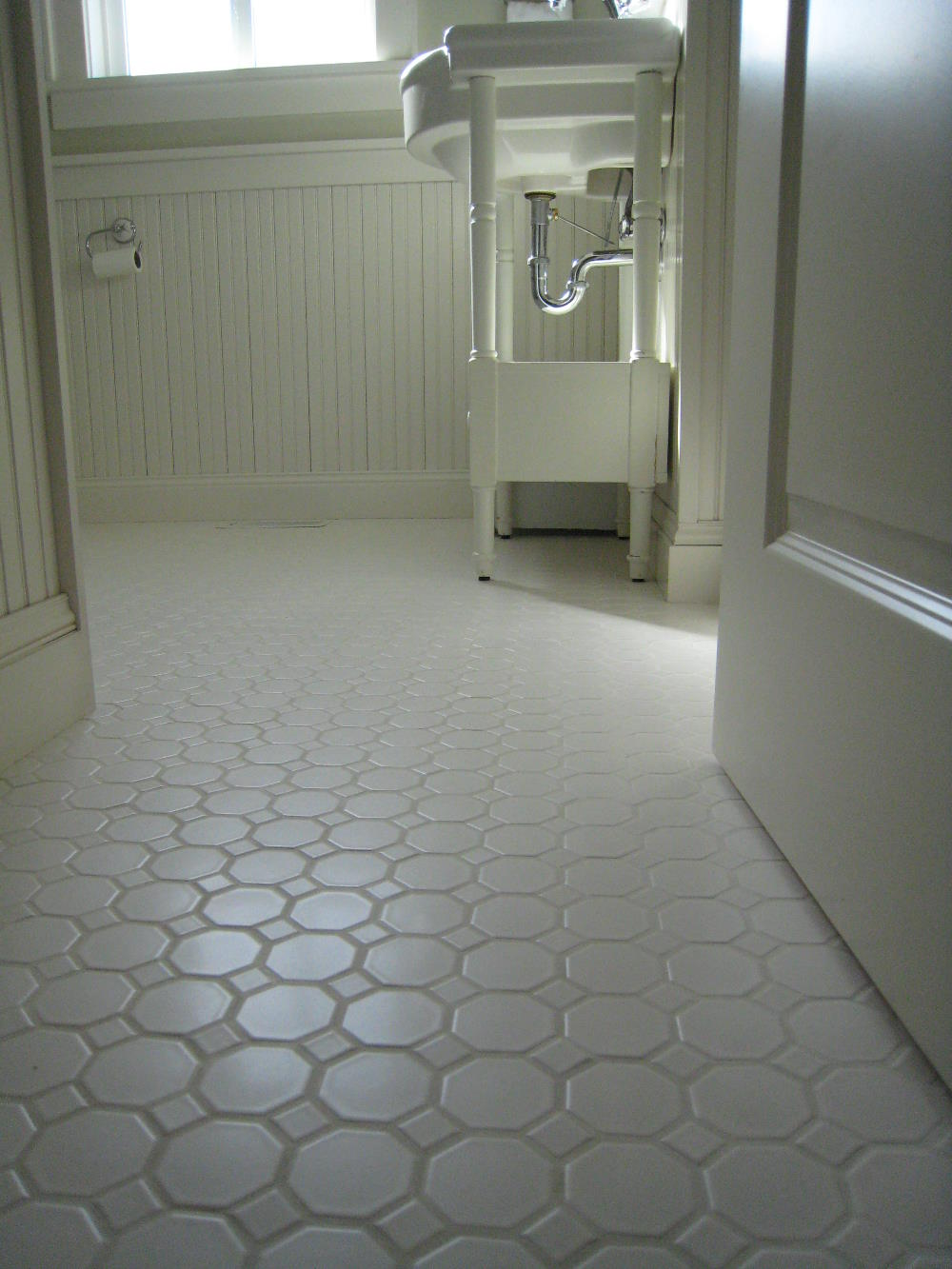 Best flooring for bathroom that enhance the sophistication for Best tiles for small bathroom