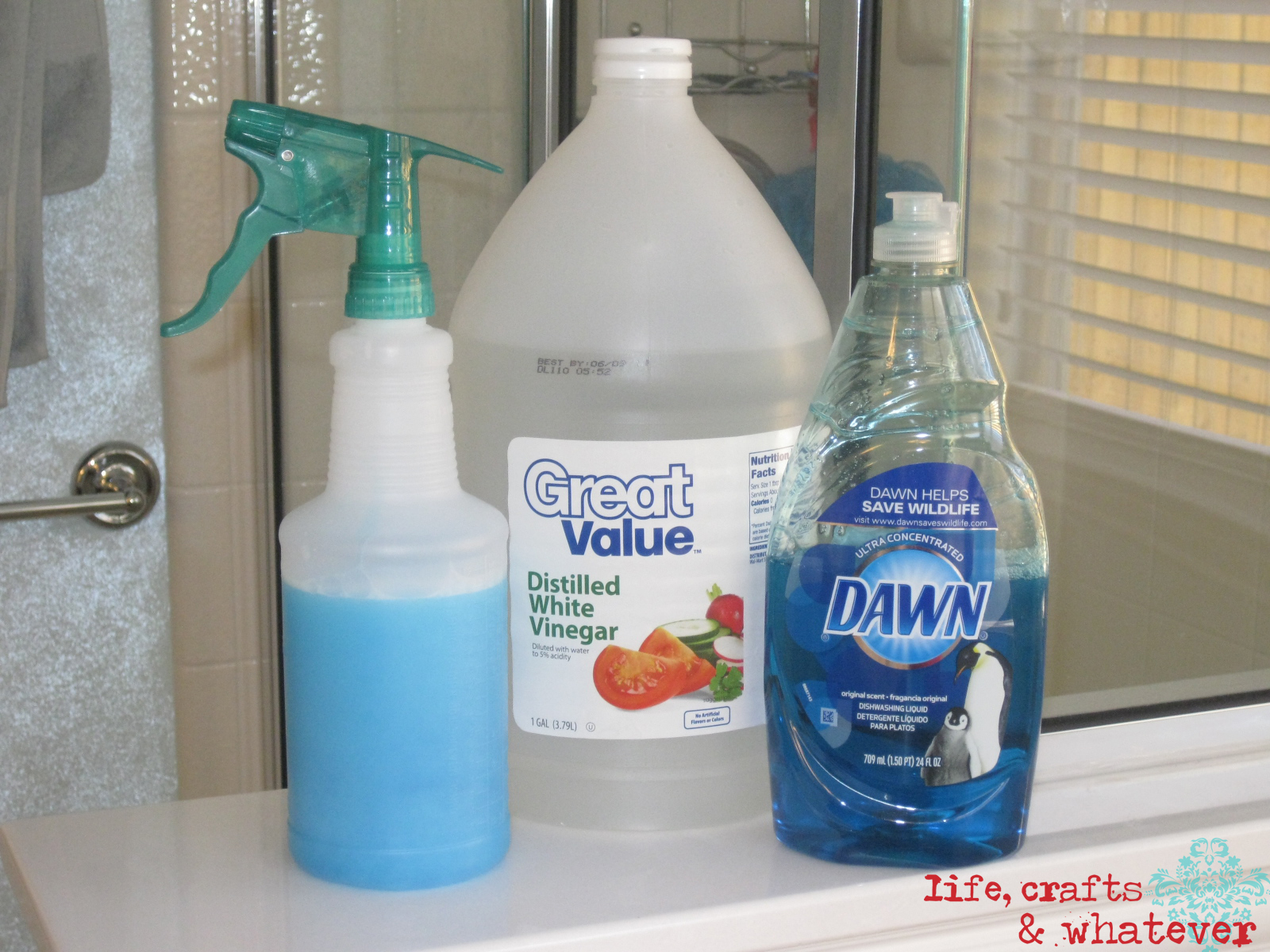 Let s get rid of the soap scum in your bathroom with the best soap scum remover homesfeed for Best bathroom cleaner for hard water