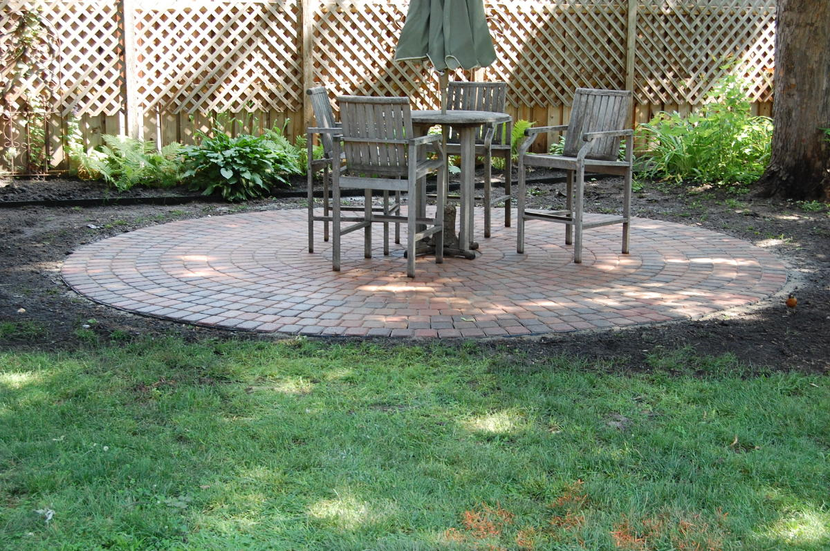 Circle Brick Paver Calculator For Beautiful Patio And Wooden Seats And  Table Plus Garden And Wooden