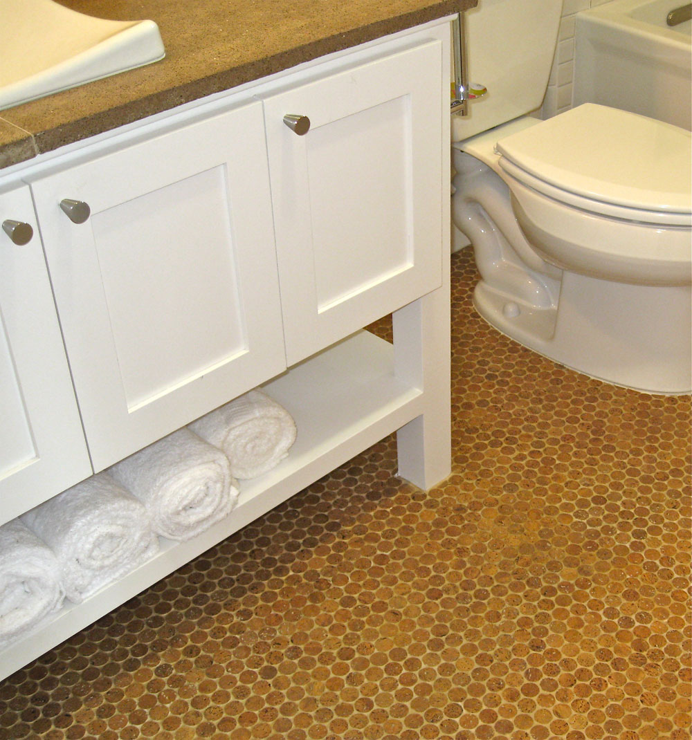 Cork floor in bathroom eco friendly and durable bathroom for Bathroom flooring ideas small bathroom