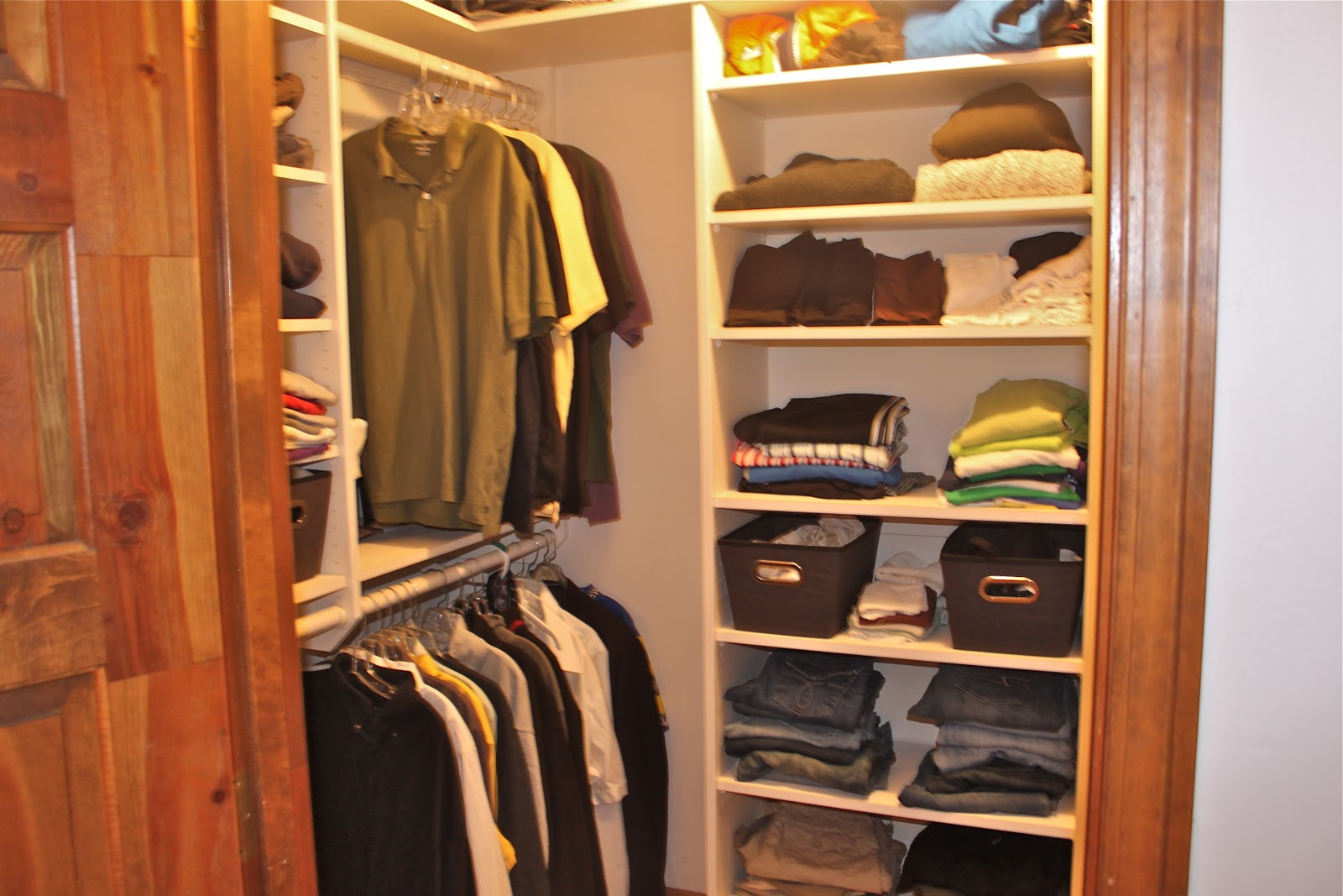 Simple small closet organization tips smart home decorating ideas - Easy Closet Organization Ideas And Simple Walk In Closet With Hanging Rods And Rack Plus Wooden